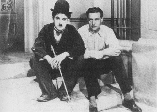 Neville en un rodaje junto a Chaplin.