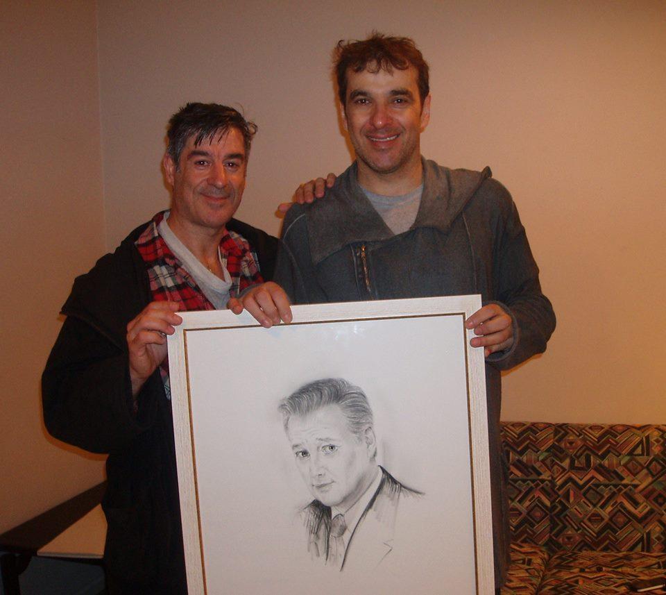 El artista Carlos San Vicente le obsequió con un retrato de su padre.