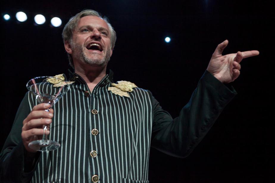 Juan Antonio Molina interpreta al Mayordomo.