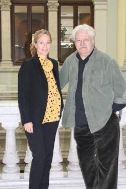 La productora Julia Gómez Cora y el director Mario Gas.