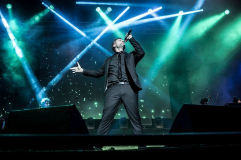"Gerónimo Rauch interpretando ""Defying Gravity"" en el Luna Park._preview"